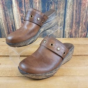 BORN WOMENS Z21517 BROWN LEATHER CLOGS SIZE 8